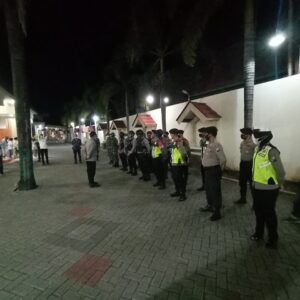 Malam Ibadah di Gereja Katholik Maria Gunung Karmel Dijaga Ketat TNI-Polri