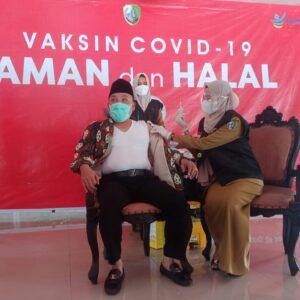 Terkendala Status Penyintas, Hari Ini Bupati Sampang Jalani Vaksinasi Covid-19 Dosis Pertama