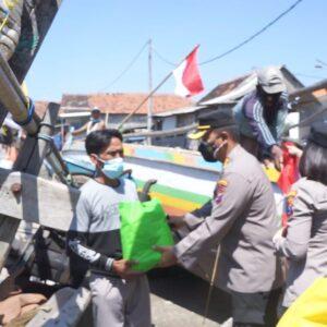 Kampung Nelayan, Jadi Sasaran Bansos Kapolresta Sidoarjo