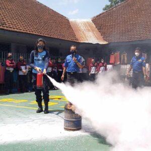 Latihan Kesiapsiagaan Antisipasi Kebakaran, Lapas Bondowoso dan Damkar Gelar Simulasi