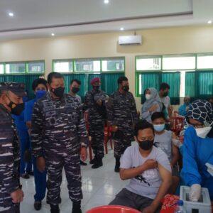 Jelang PTM, TNI AL Gelar Serbuan Vaksinasi Bagi Pelajar SMA Negeri 1 Mejayan Madiun